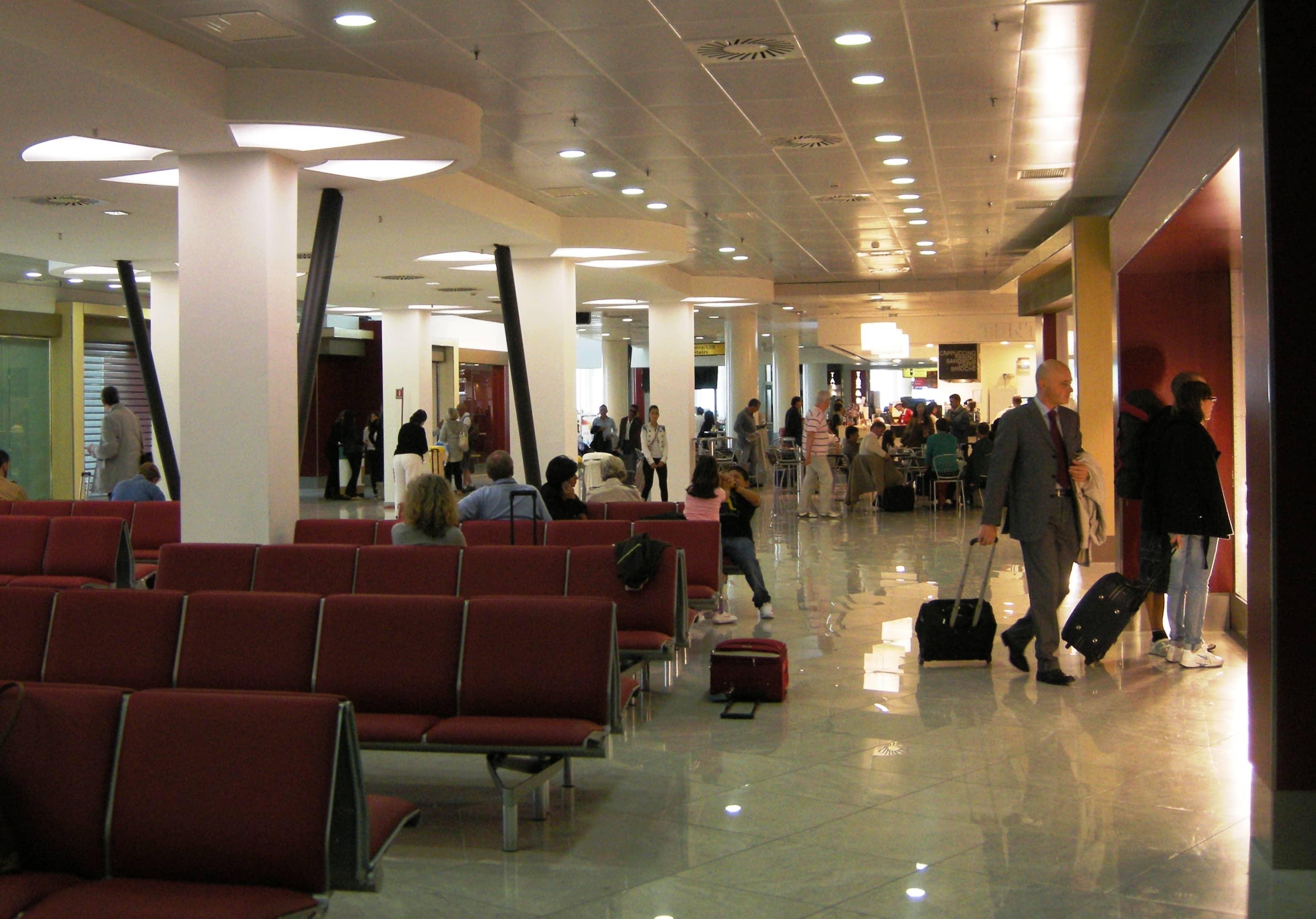 Aeroporto Capodichino : Aeroporto di napoli jones lang lasalle rinnoverà tutto il