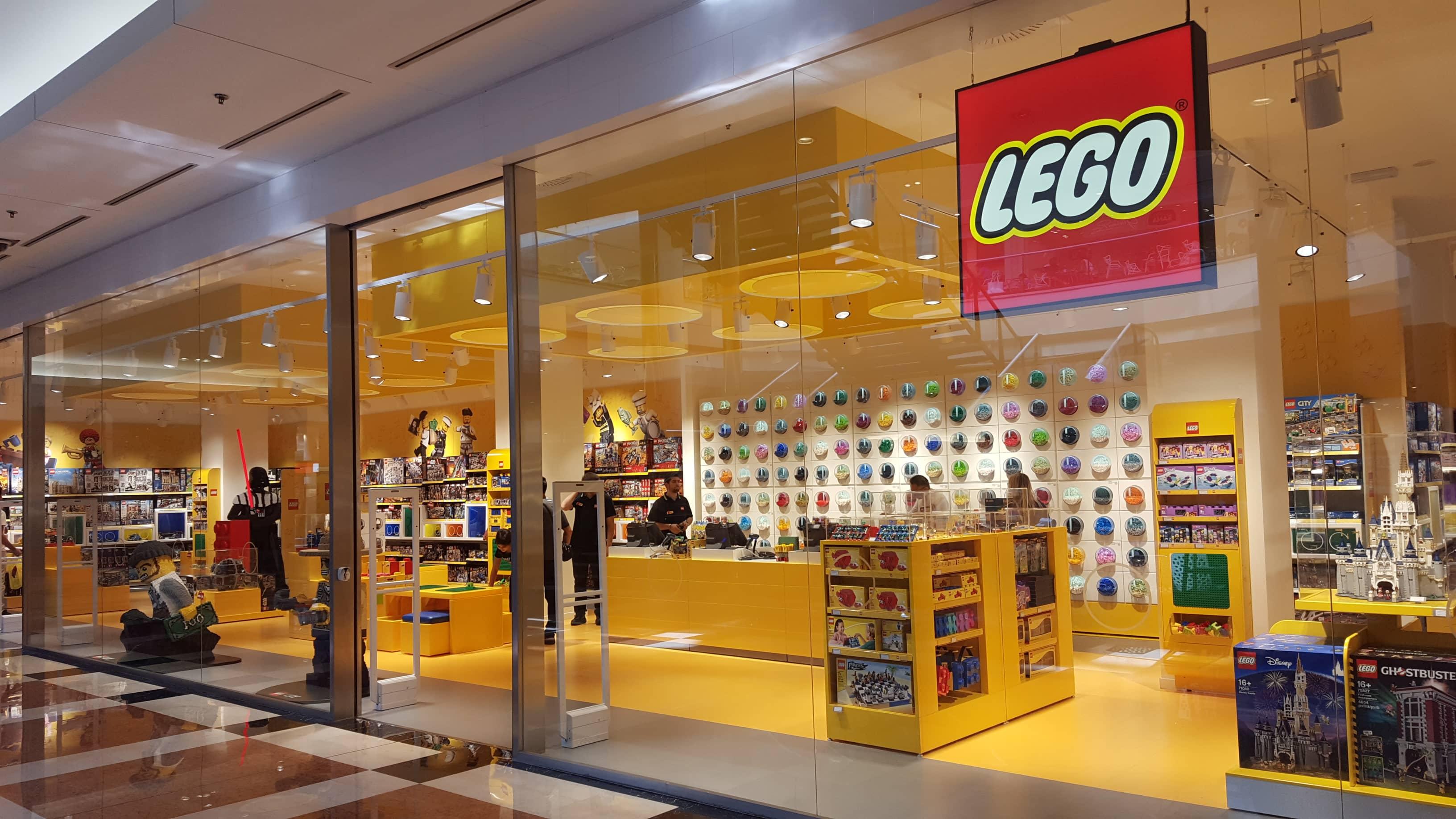 a milano san babila il pi grande lego store d italia