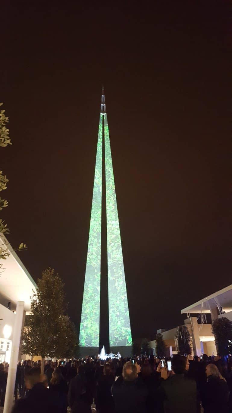 Torino Outlet Village: svetta l\'obelisco dello shopping