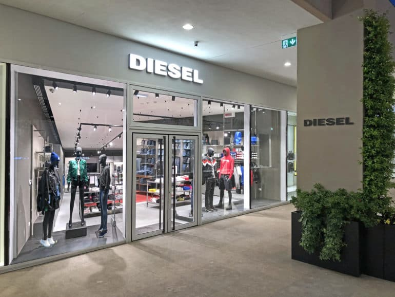 half off 5a178 fc7ac Diesel fa il suo ingresso al Sicilia e al Torino Outlet Village